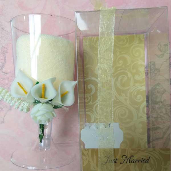 original y elegante toalla presentada en una copa