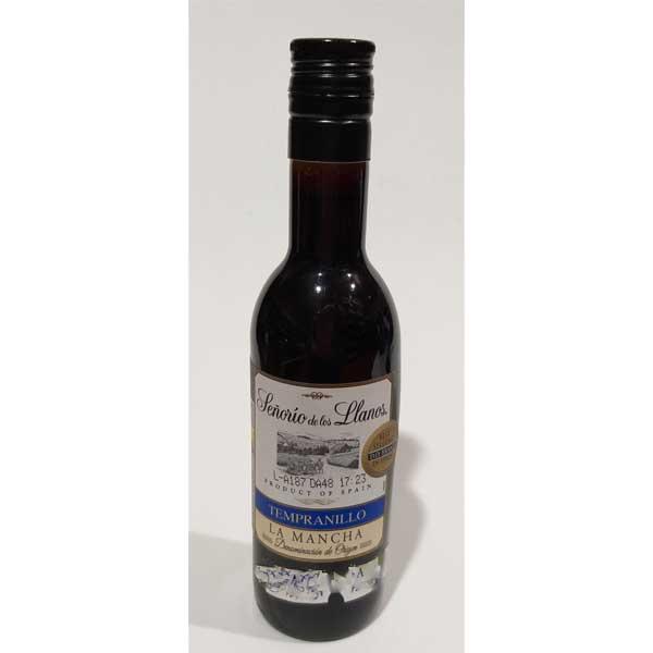 vino tinto en botella de plástico