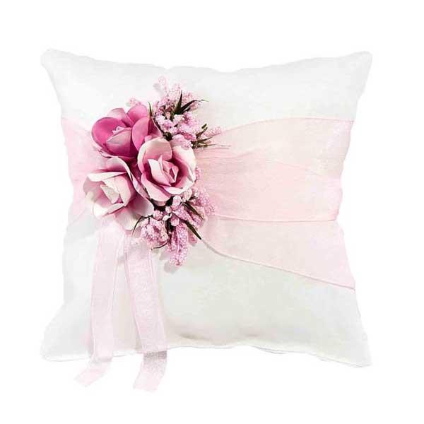 bonito cojín rosa para alianzas
