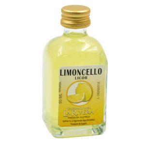 bonita botella con licor de limoncello